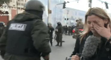 Policía agrede a corresponsal de Al-Jazeera en medio de las protestas en Bolivia