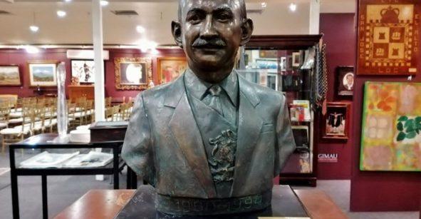 ¿No le pierden? Venden busto de Carlos Salinas de Gortari en 150 mil pesos