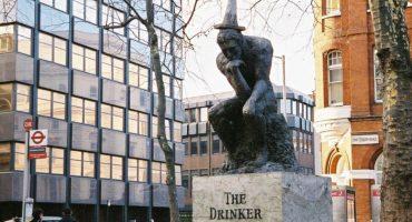 'The Drinker' de Banksy fue retirada de subasta tras ocultar un crimen