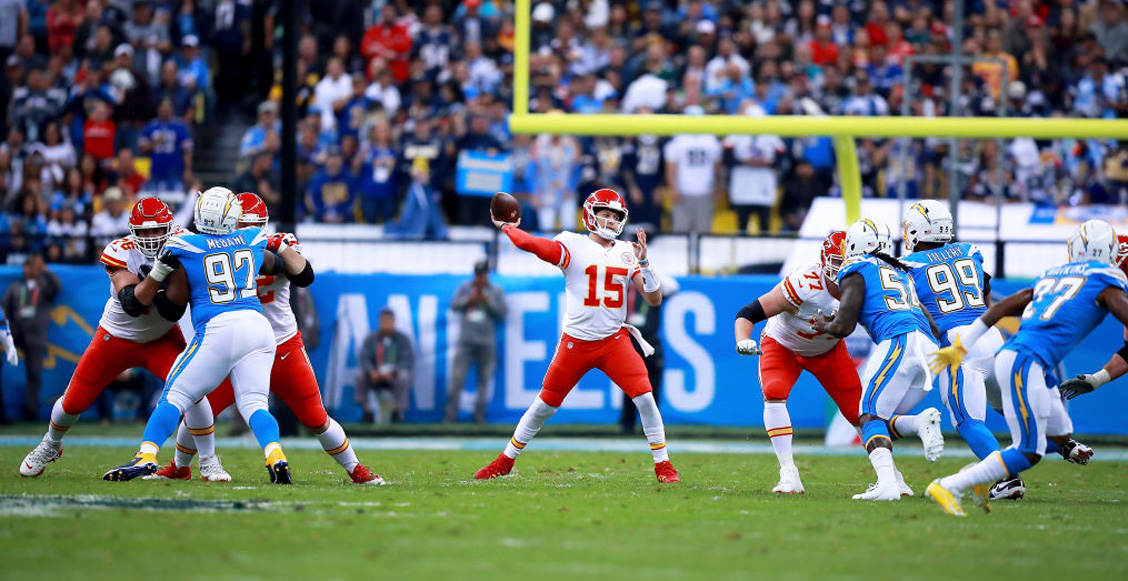 ¡Mahomes y los Chiefs vencieron a los Chargers en el MNF de la NFL en México!