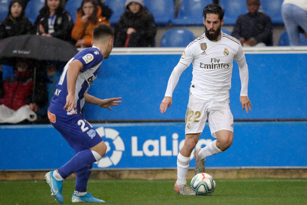 El enrachado Real Madrid venció al Alavés y apunta a la cima de La Liga