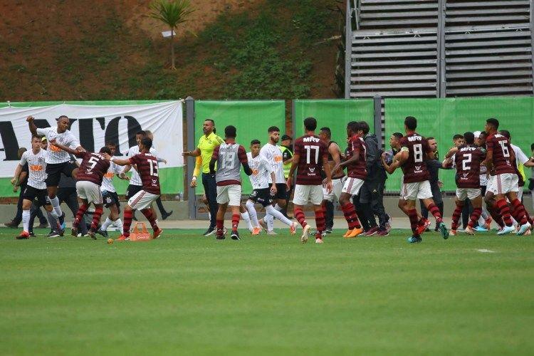 Jugadores de Corinthians golpearon al portero rival tras ser eliminados en semifinales