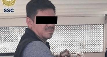 Vendedor ambulante golpea a mujer policía para no ser detenido en el Metro