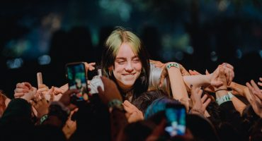 ¡Billie Eilish dio su primer concierto acústico en los Apple Music Awards 2019!