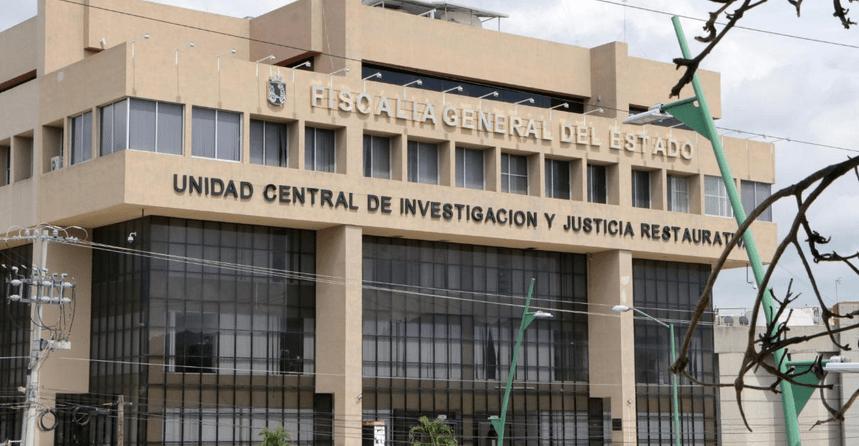 """Hijo de un Fiscal de Chiapas lanza """"amenaza"""", con pistola en mano, a través de redes sociales"""