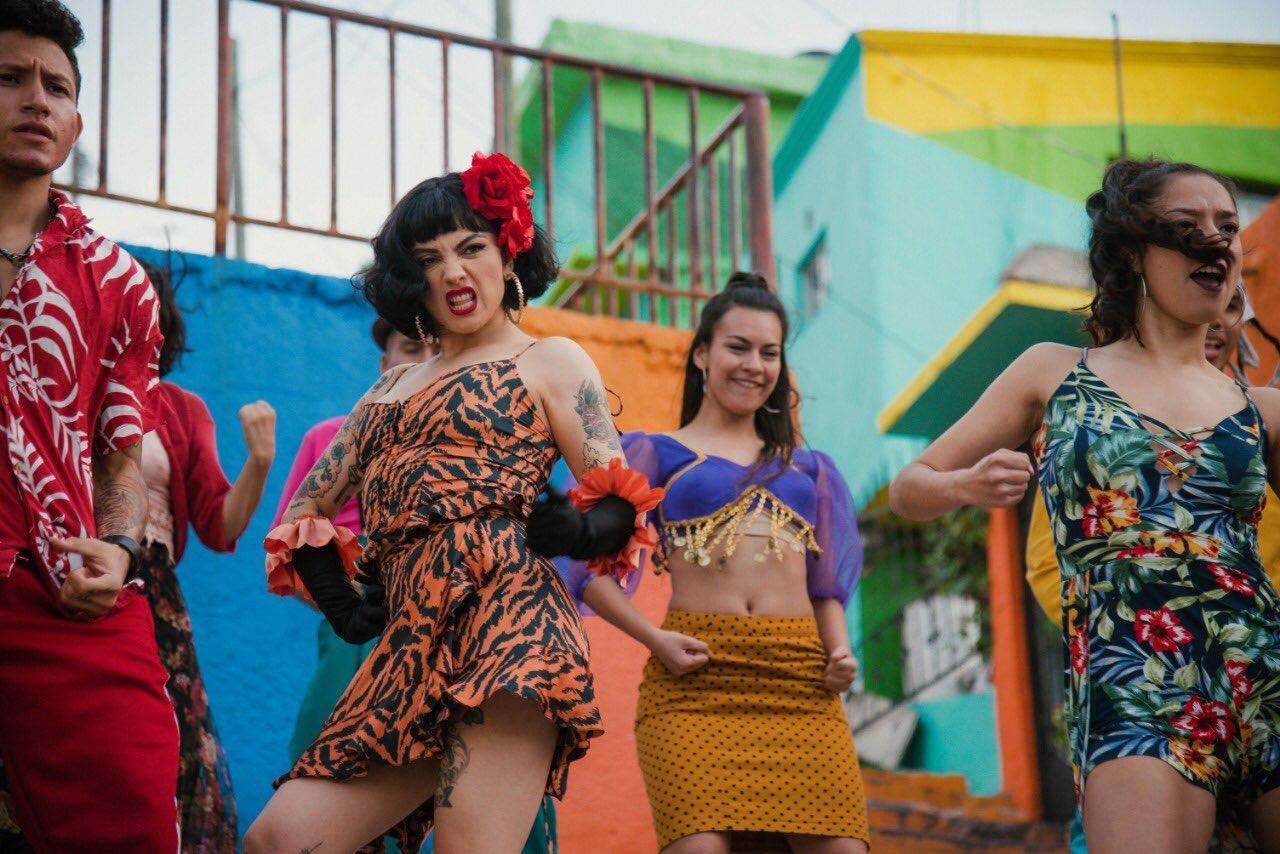 Mon Laferte y Yalitza Aparicio protestan juntas en 'Plata Ta Tá'