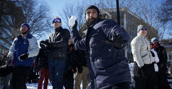 ¡Las peleas con bolas de nieve volverán a ser permitidas en esta ciudad tras 57 años!