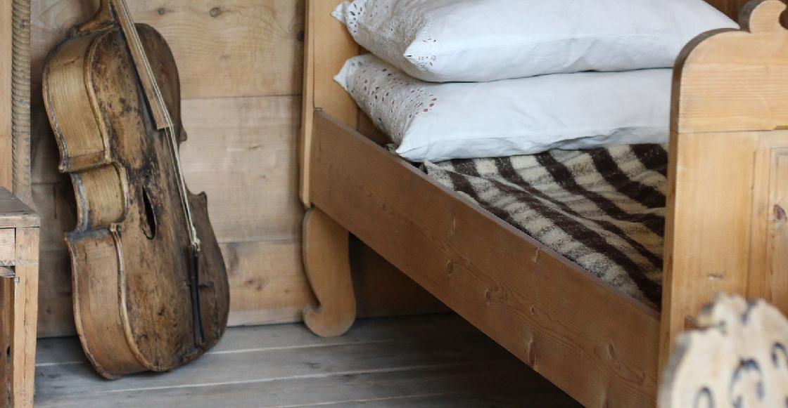 Una niña se salvó de ser asesinada al esconderse bajo su cama