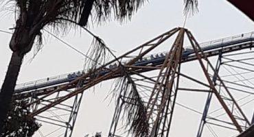 Suspenden el 'Superman' de Six Flags tras una falla que dejó a usuarios en las alturas
