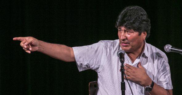 Presidenta de Bolivia llama a Evo Morales