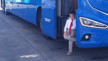 Cumpleaños soñado: Niño festeja siendo chofer de autobús por un día