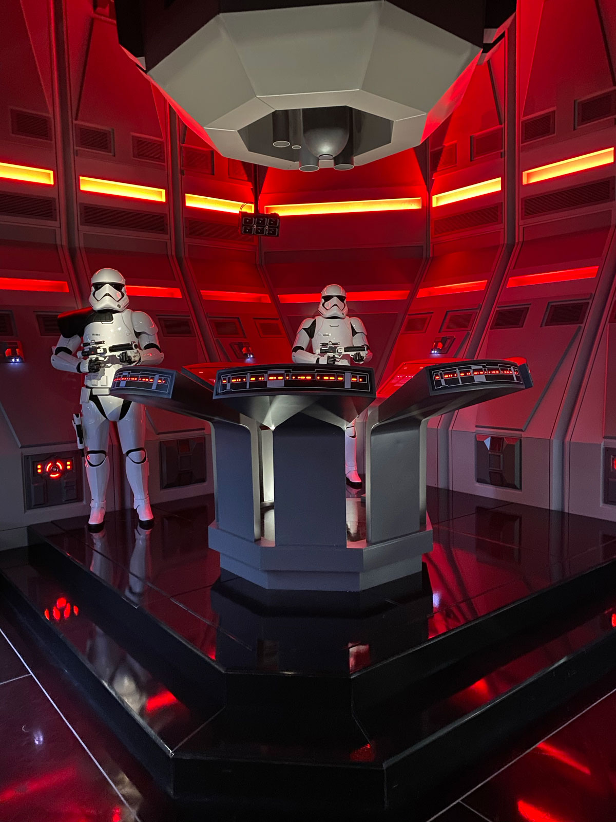 Storm Troopers te esperan en Star Wars Rise Of The Resistance