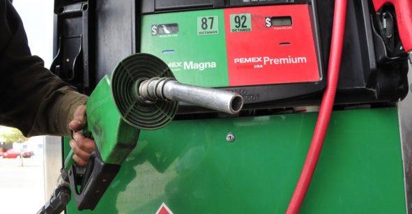 Hacienda actualiza IEPS a gasolinas: Magna sube 0.38 por litro