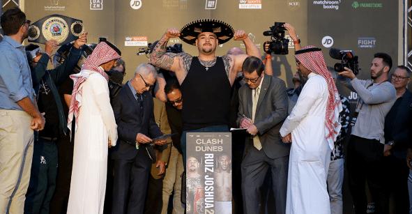 Andy Ruiz subió 7.7 kilos y su padre explica por qué subió con sombrero y pantalón