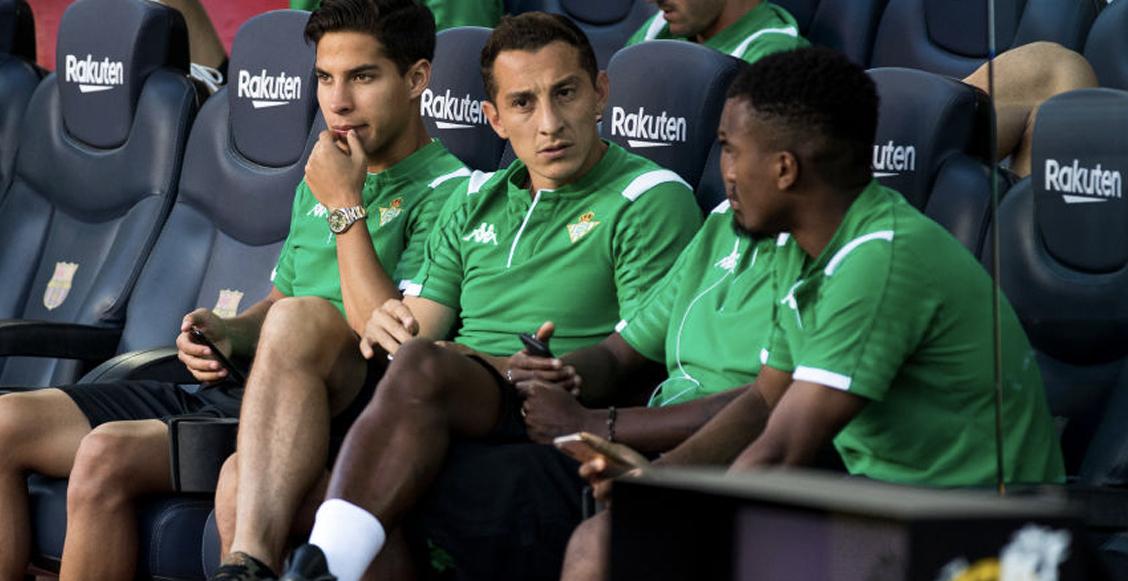 Mientras el Betis ya renovó a Andrés Guardado; Lainez parece que se va