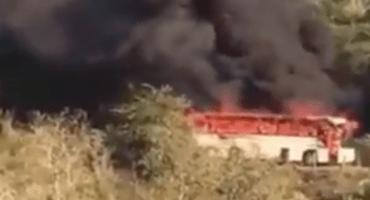 Alertan por balaceras e incendio de un vehículo en Coalcomán, Michoacán