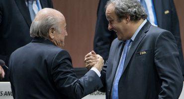 FIFA exige el pago de 2 millones a Blatter y Platini por 'traspasos ilícitos'