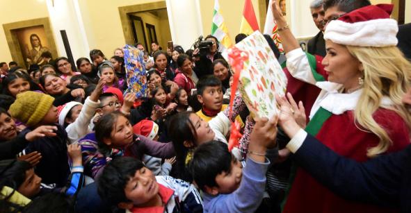 ¿Feliz Navidad? Al estilo Santa Claus, Jeanine Añez aseguró que logró pacificar a Bolivia
