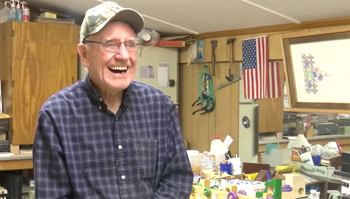 Este hombre es el Santa Claus de los niños necesitados desde hace 50 años