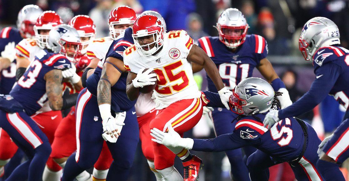 Chiefs sobrevive a sus errores y vence 23-16 a Patriots
