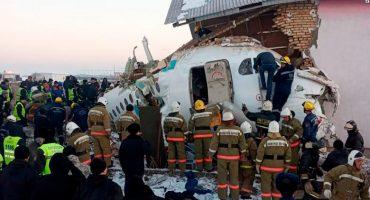 Al menos 12 muertos en avión que volaba con 100 personas en Kazajstán