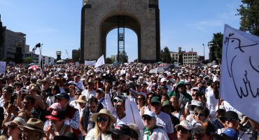 Familia LeBarón y Marko Cortés encabezan la marcha contra AMLO en la CDMX