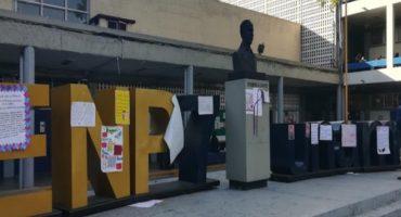 Paristas de Prepa 7 acusan que sujeto armado irrumpió en plantel; UNAM denuncia penalmente destrozos