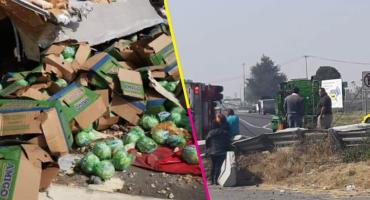 ¡Pal pozole! Vecinos de Ecatepec roban cargamento de lechuga tras volcadura de tráiler