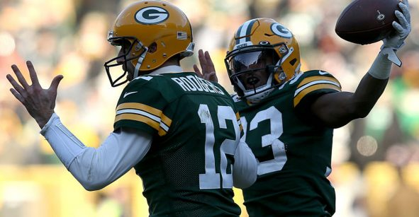 Adams y Jones guiaron la victoria de los Packers ante los Bears