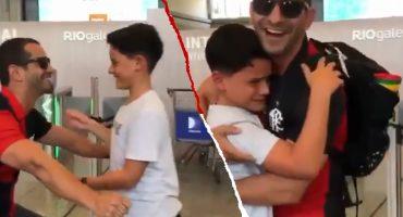 Niño llora de emoción al enterarse que se iba con su papá al Mundial de Clubes