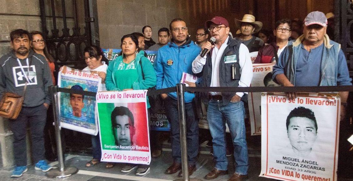 Papás de los 43 de Ayotzinapa dan plazo de un año para que AMLO presente resultados