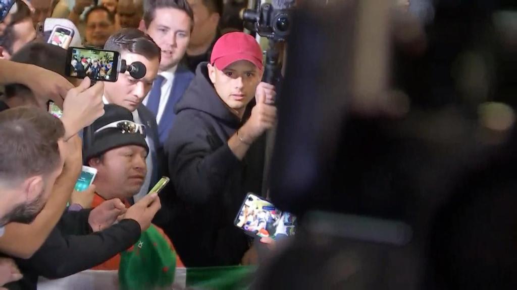 En imágenes y videos: Así recibió la afición de Los Ángeles al 'Chicharito'