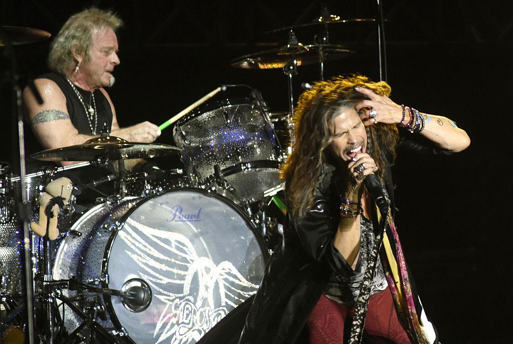 El batería y la banda se lanzan fuertes acusaciones — Bronca en Aerosmith