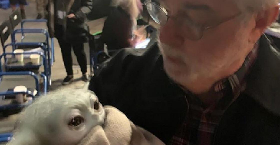 Como abuelo con su nieto: George Lucas por fin conoció a Baby Yoda