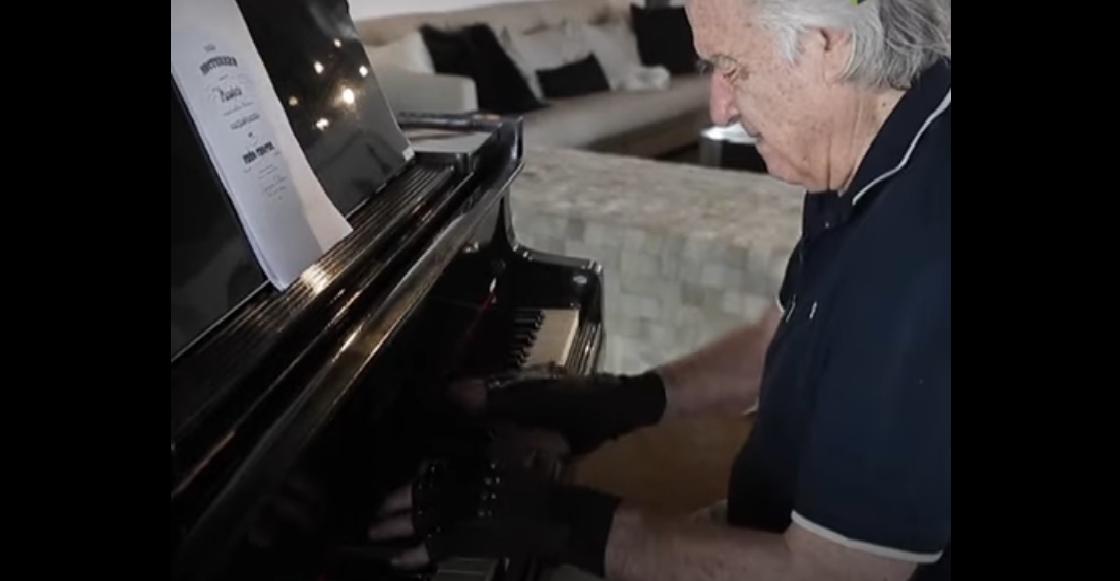 21 años después, este pianista volvió a tocar gracias a unos guantes biónicos