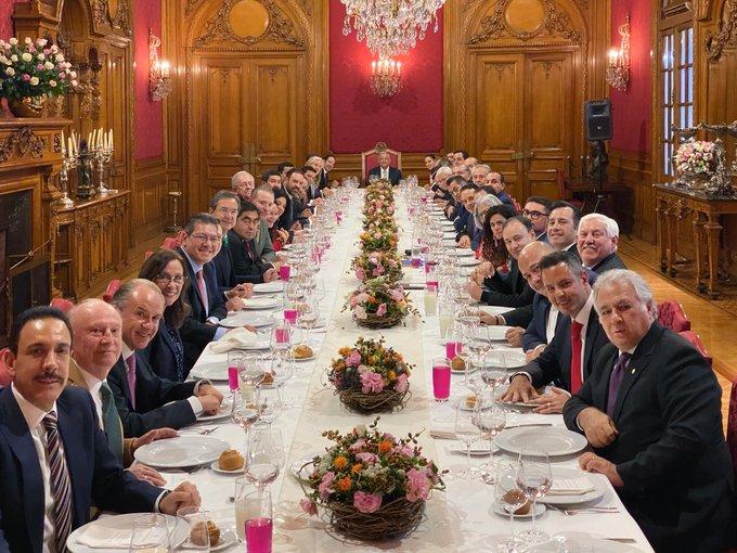 Gobernadores se reúnen con AMLO... para no abordar temas importantes