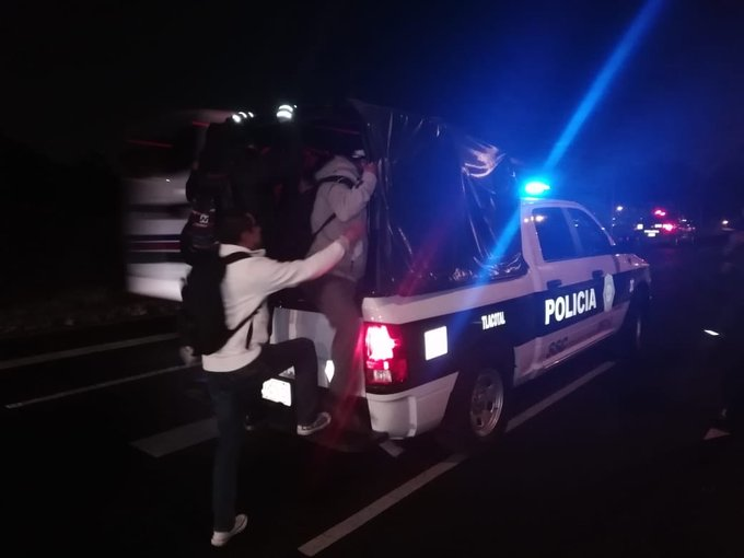 Transportistas realizan protesta en Zócalo y bloqueo en entrada de Indios Verdes