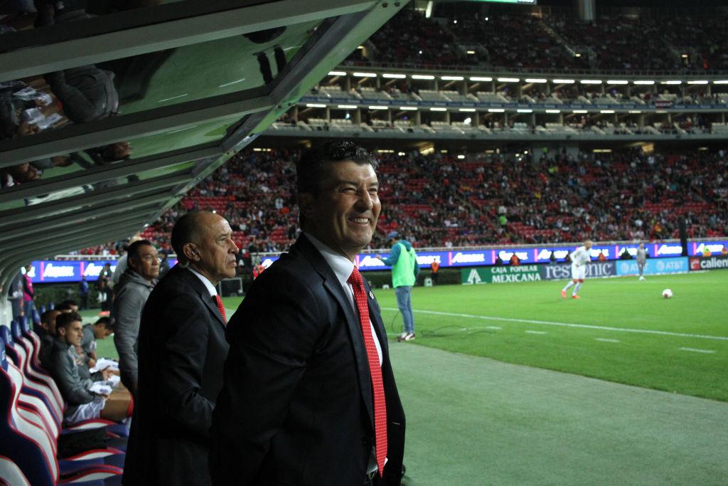 """""""Parece que jugamos con muñequitas"""": 'Chepo' de la Torre explotó tras el empate con Chivas"""
