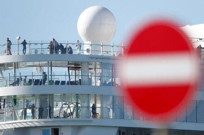 Autoridades de Italia retienen crucero con 7 mil personas por sospecha de coronavirus