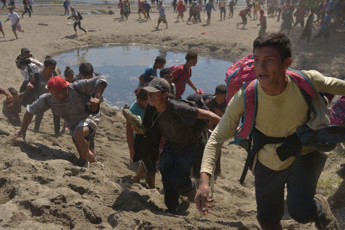 Caravana-migrante-rio-suchiate