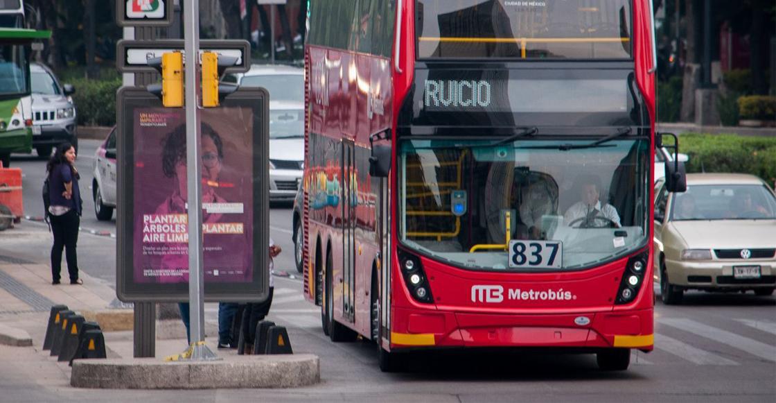 Muere ciclista al ser atropellado por unidad del Metrobús en Calzada Vallejo