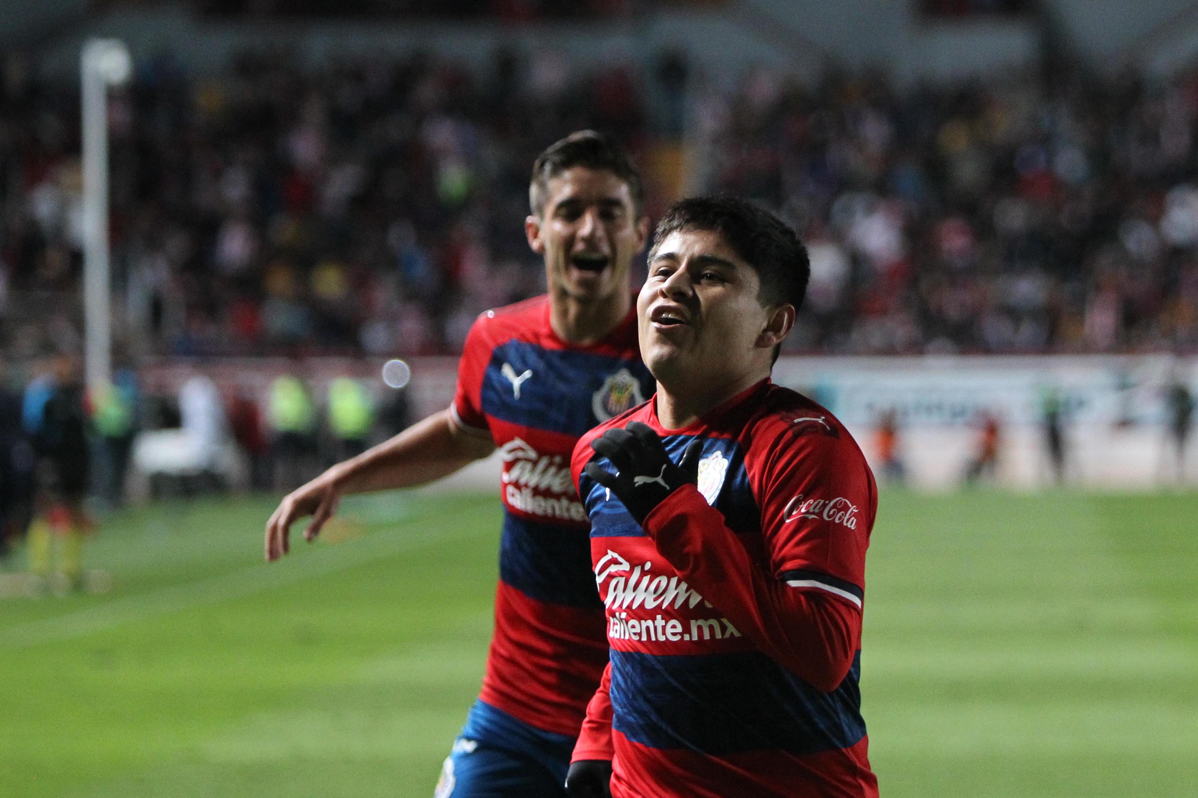 ¿Y los refuerzos? Este es el 11 con el que Chivas arrancaría el Clausura 2020