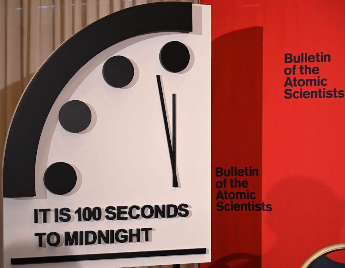 reloj-apocalipsis-fin-del-mundo-100-segundos-cambio-climatico-nuclear-guerra-02