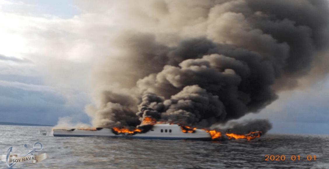 SEMAR rescata a 12 personas tras incendio en un yate en Baja California Sur
