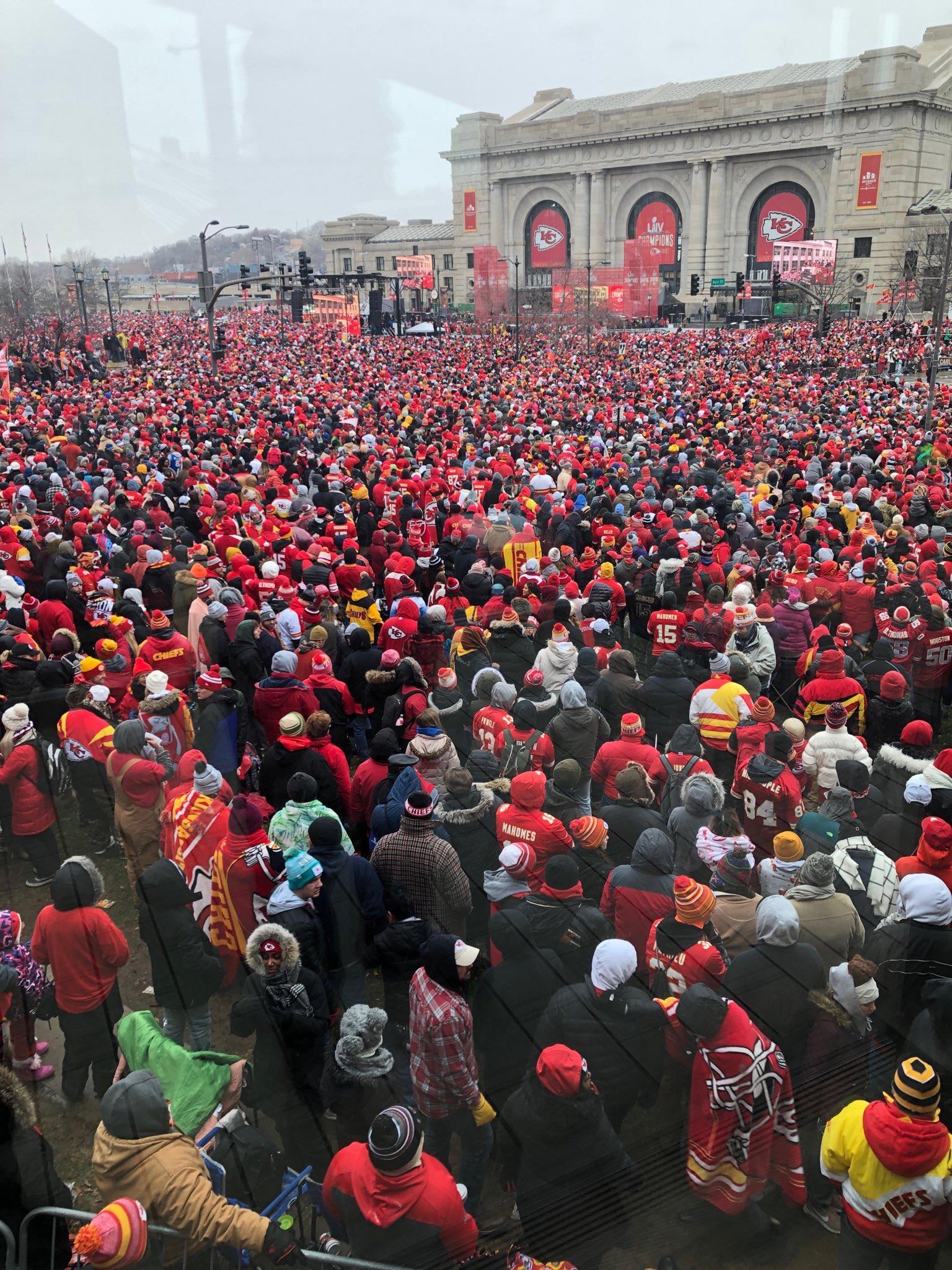 En imágenes y videos: Así se vivió el desfile de campeón de los Kansas City Chiefs