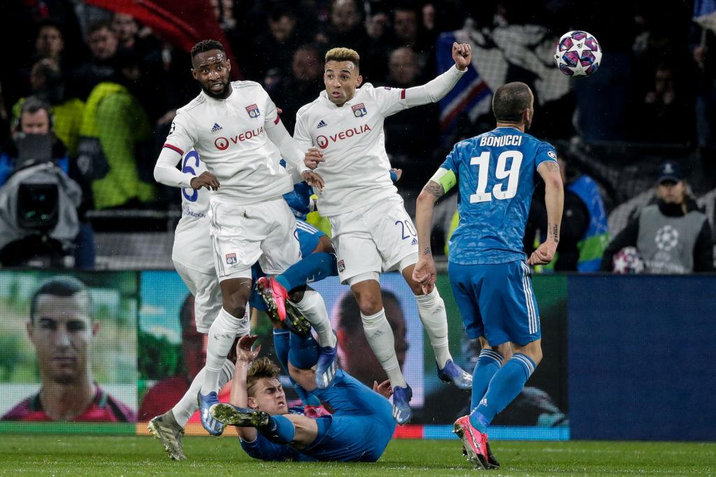 La defensa de la Juventus 'se quedó dormida' y Lyon se va con ventaja en la Champions