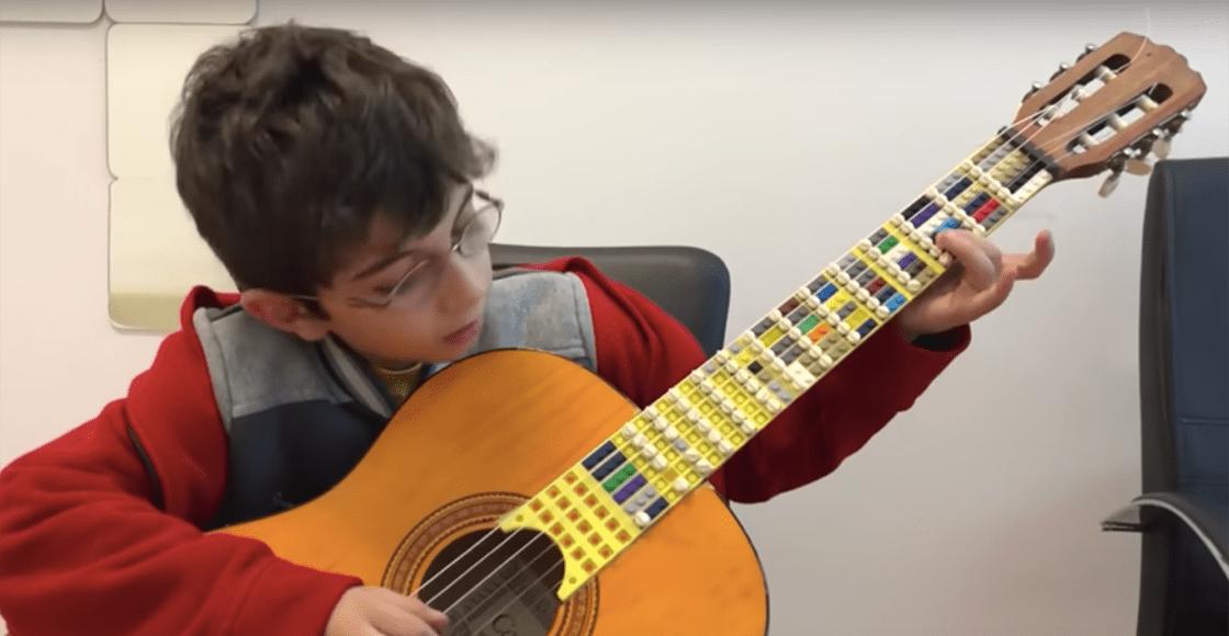 Creatividad al máximo: Así es como suena una guitarra hecha con piezas de LEGO