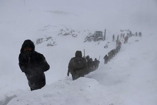 Aumentan a 38 los muertos por avalanchas de nieve en Turquía