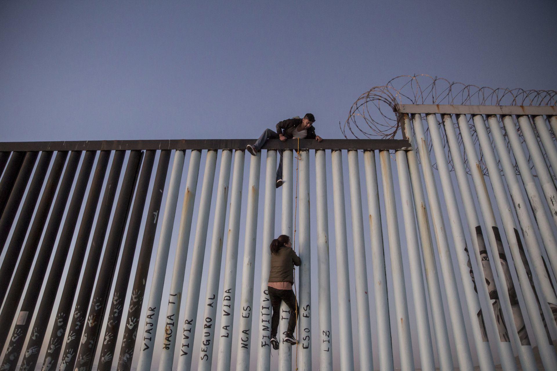 Ya le bajó tantito: Pedirá Trump menos lana para muro fronterizo