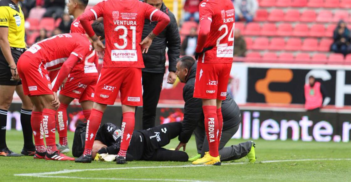 La terrible doble lesión de Hugo González en el tobillo durante el Necaxa-Puebla